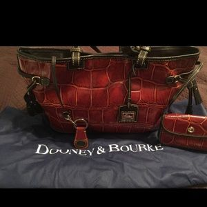 Like new 14x11 LEATHER DOONEY AND BOURKE BAG